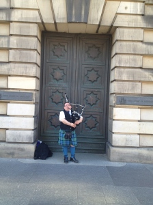 This piper in Edinburgh's Royal Mile is the first one I saw after arriving in Scotland a week prior. Friday, 24 May 2013
