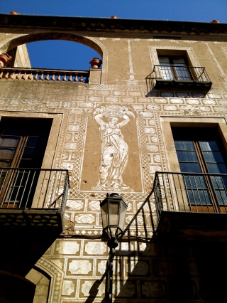 Some of the buildings in the Gothic quarter of Barcelona have the most amazing plasterwork.
