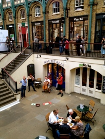 For a donation of a pound or two, you can enjoy top quality performers at Covent Gardens.