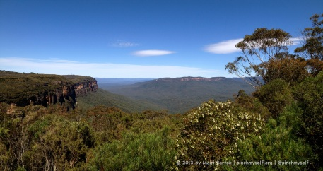 A morning panorama across the Jamison Valley in the Blue Mountains.